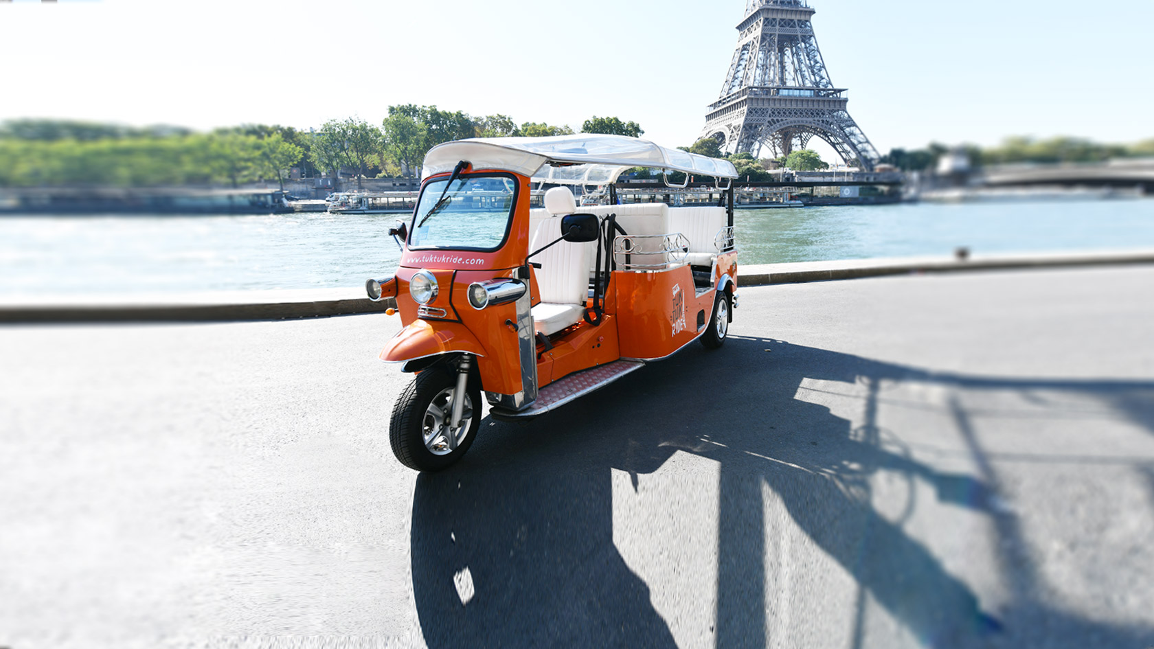 TukTuk paris tour eiffel