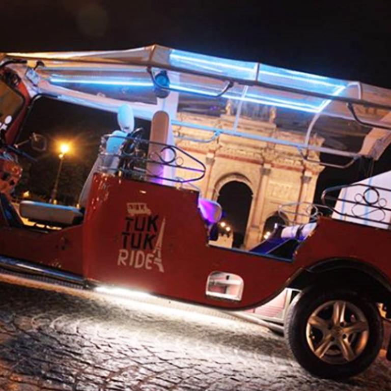 Tuktuk de nuit au louvre