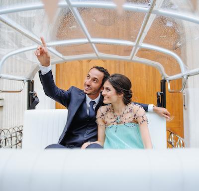 Photo des mariés dans le tuktuk